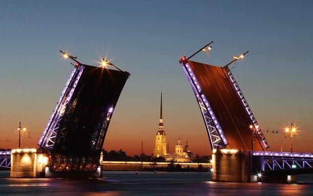 Санкт-Петербург вводит новые ограничения