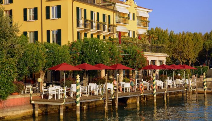 Итальянские отели распродаются за бесценок