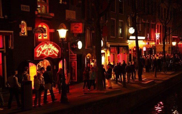 Амстердамские кофешопы планируют закрыть для туристов