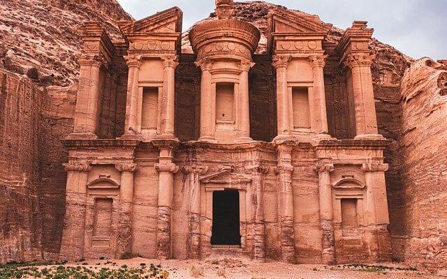Иордания отменила двухнедельный карантин по прибытию