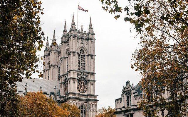 Великобритания вводит карантин для пребывающих из некоторых стран