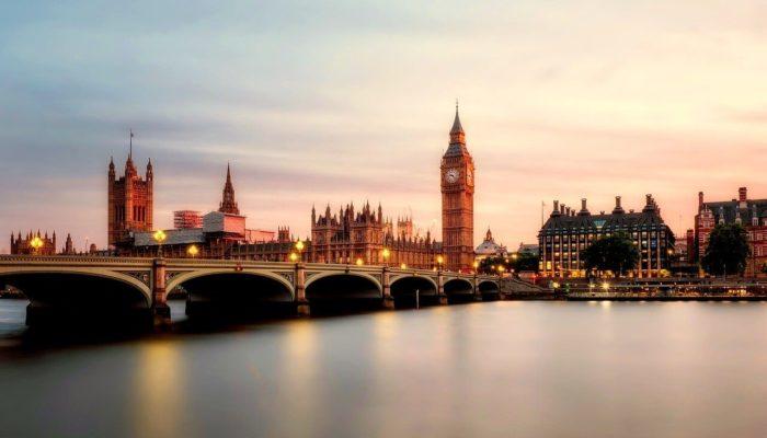 Россия держит «на паузе» авиасообщение с Великобританией до 1 февраля