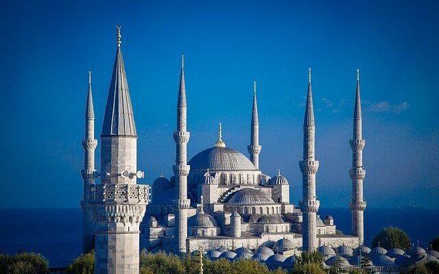 Власти турецкого Стамбула с началом весны снимут ряд ограничений