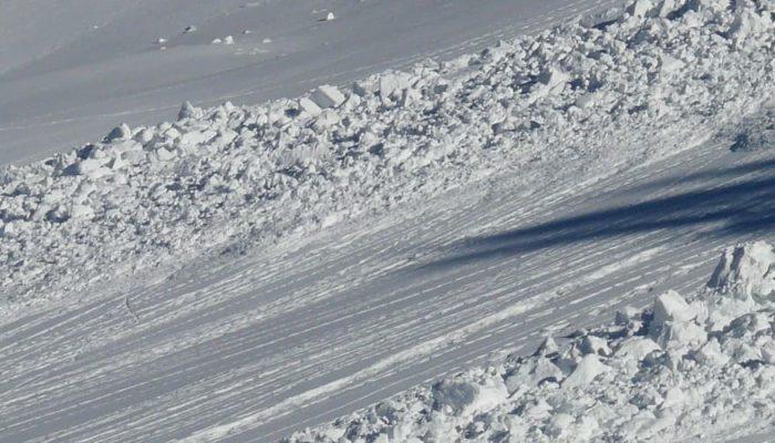 В Бурятии туристическую группу накрыла снежная лавина