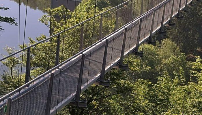 Самый длинный и самый страшный подвесной мост открылся в Португалии