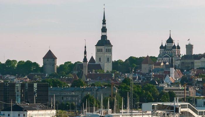Эстония сообщила о готовности принимать вакцинированных россиян