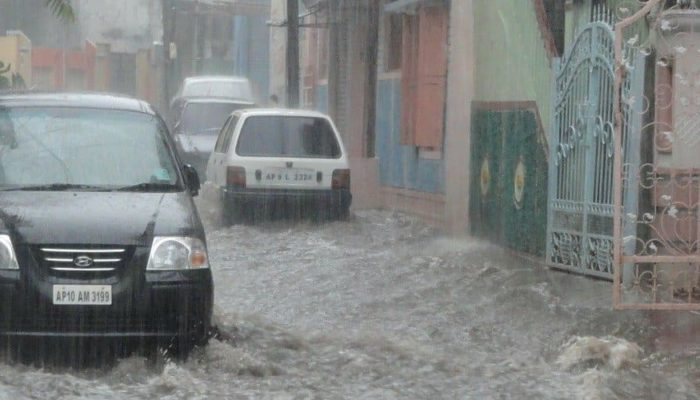 В Индии более сотни человек погибли в результате наводнения