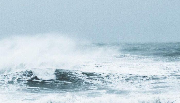 Пляжи города-курорта Сочи закрыты из-за штормового предупреждения