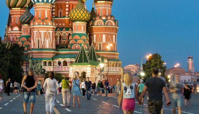 В Москве отменили обязательное ношение перчаток, но маски пока носить обязательно