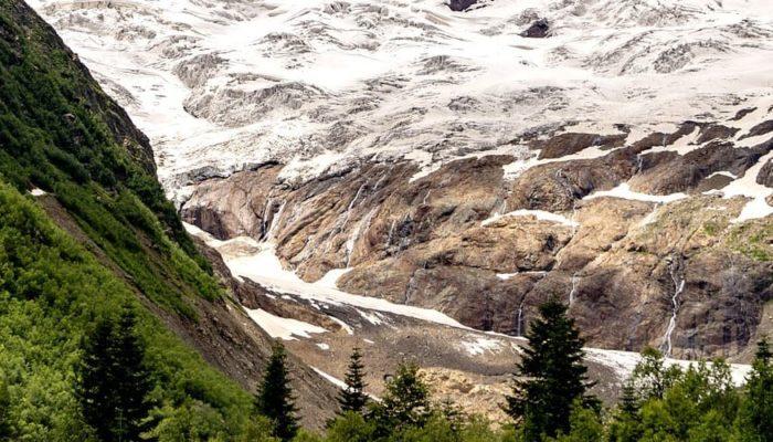 В Домбае при сходе ледниковых пород погибли туристы