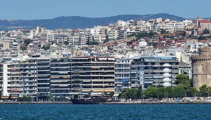 Греция планирует ввести локдаун во втором по величине городе страны