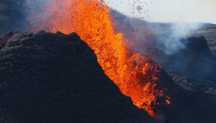Канарский вулкан может извергаться еще несколько месяцев