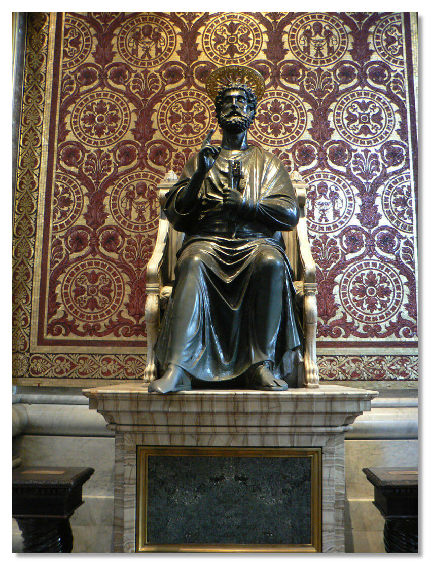 Бронзовая статуя святого Петра