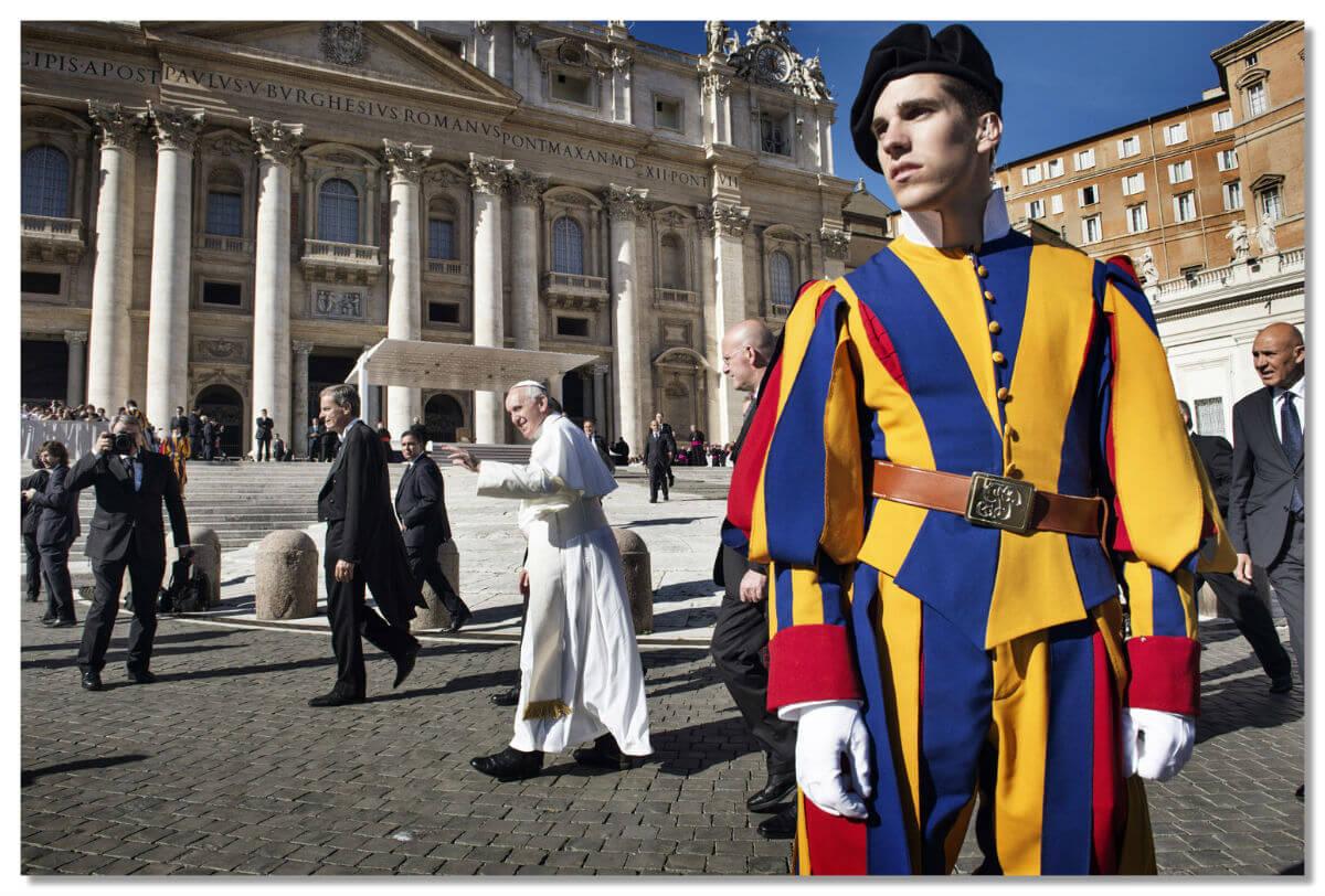 Любой человек, посетивший Рим, непременно видел этих гвардейцев.