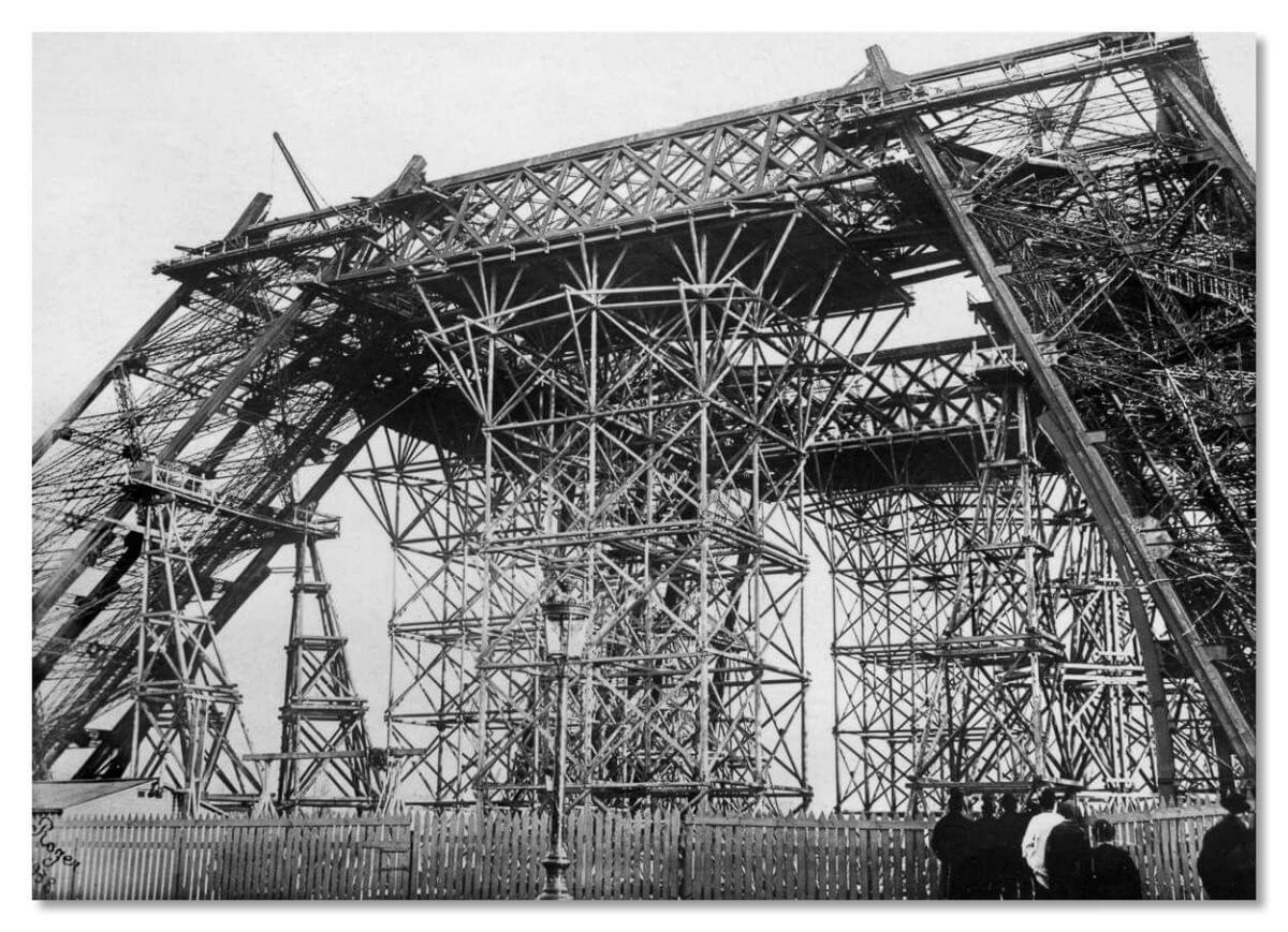 На строительство башни требовалось 7,8 млн франков, но государство выделило Эйфелю лишь полтора миллиона.