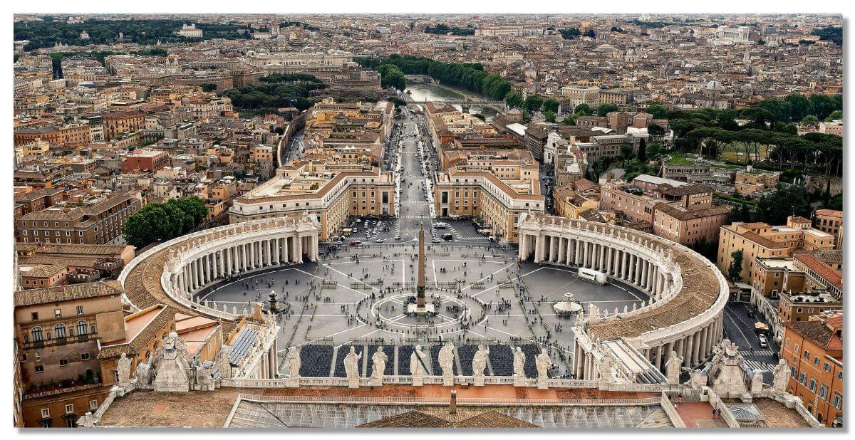 Площадь Святого Петра в Ватикане и с высоты птичьего полета