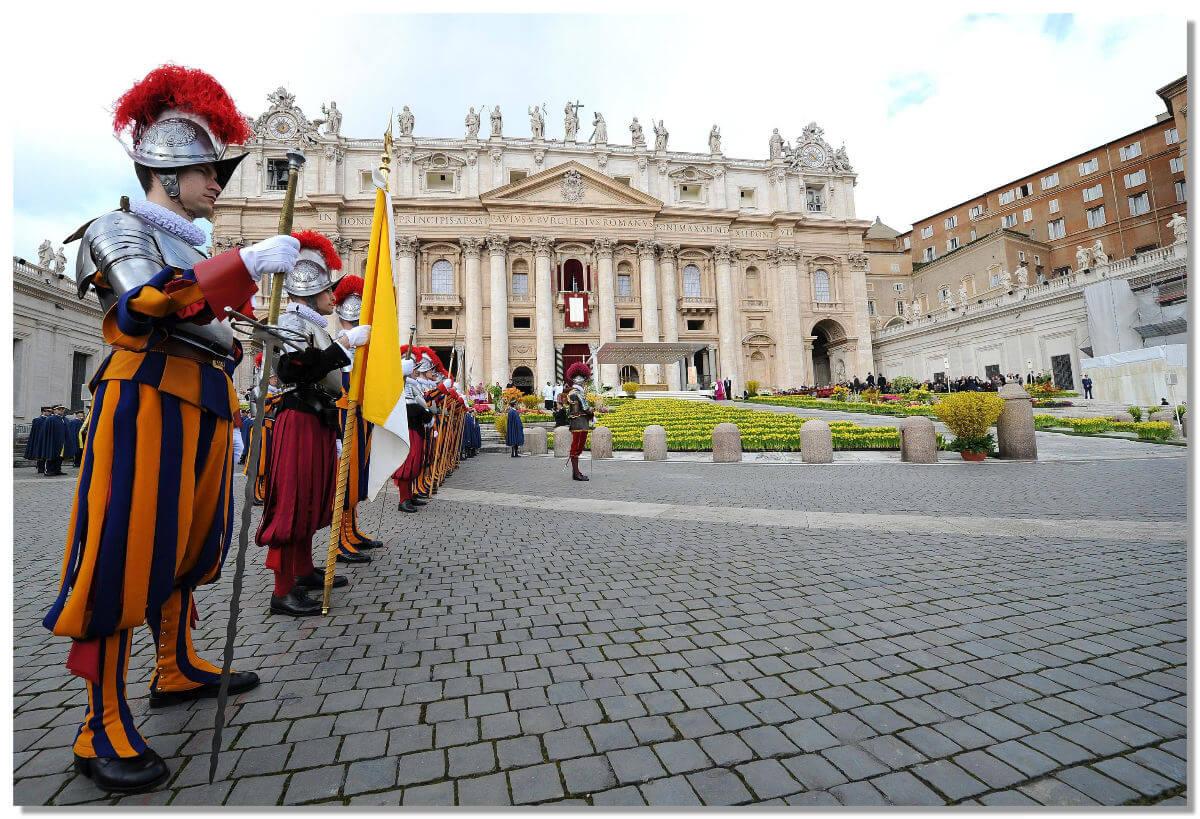 В гвардии Ватикана могут служить только граждане Швейцарии, исповедующие католичество