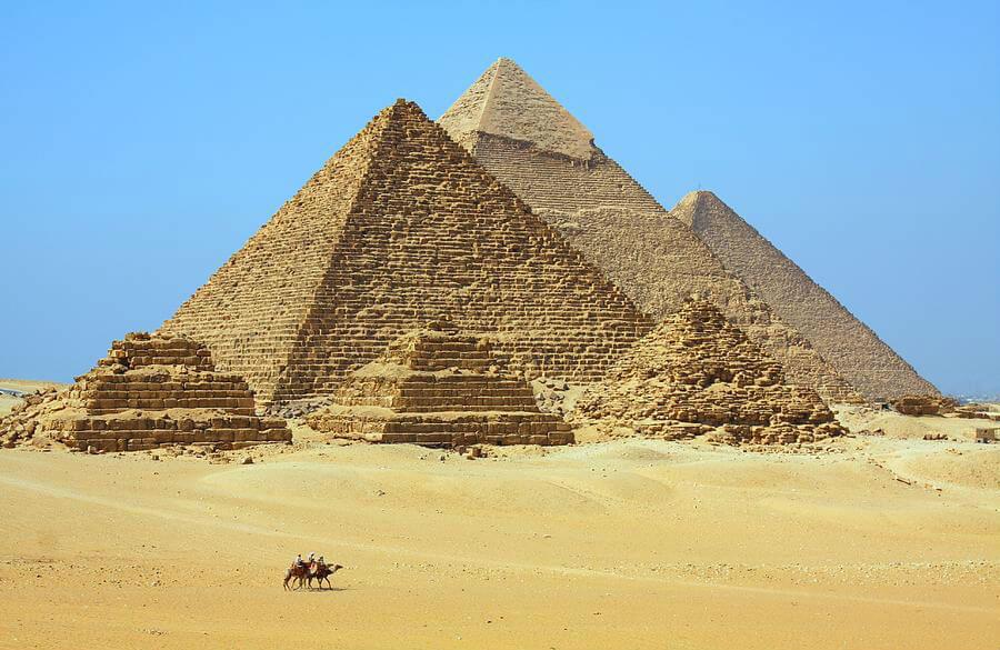 Пирамиды в Гизе являются номер один в списке любого туриста в Египте и Каире, это основная и главная достопримечательность Египта.