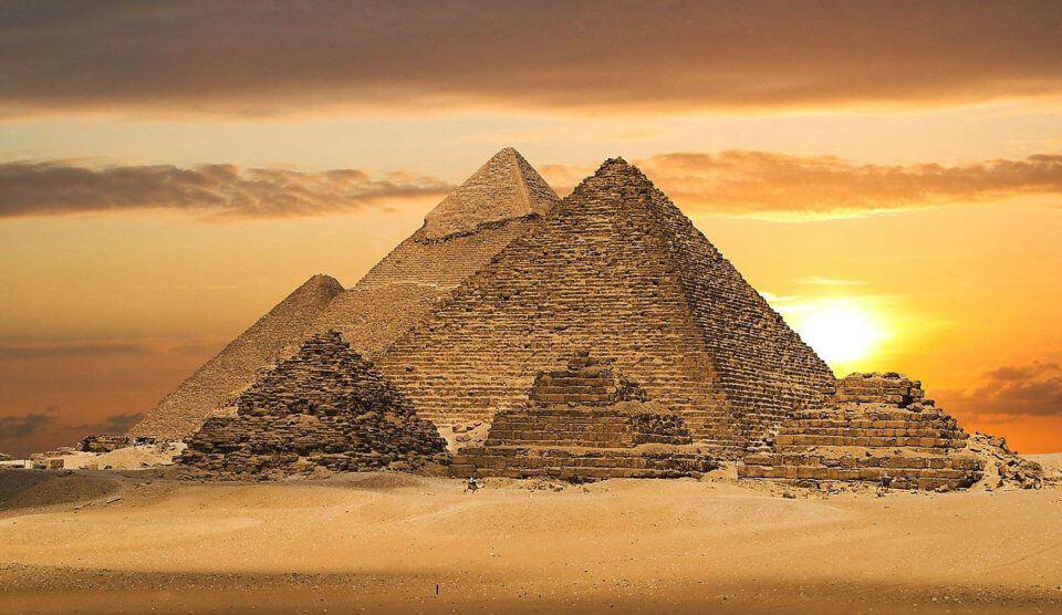 В 1979 году пирамиды Гизы в Египте внесены в список Всемирного наследия Юнеско