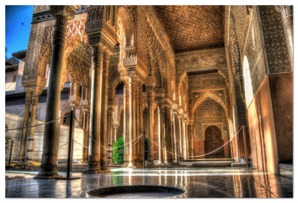 Южная испанская провинция Гранада, изящный и величественный дворец Альгамбра