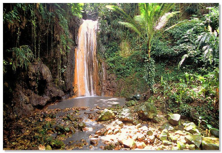 Алмазный водопад на Карибских островах