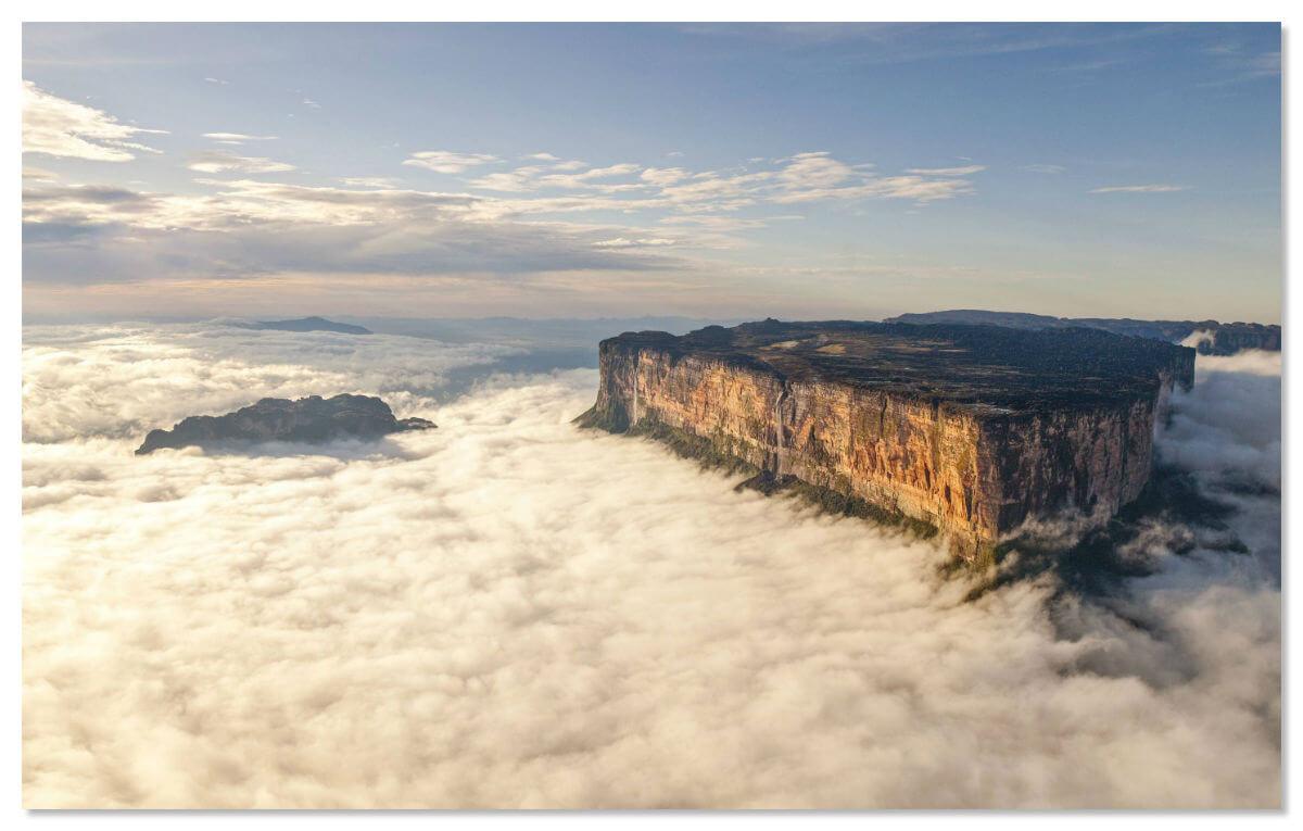 Гора Рорайма в облаках