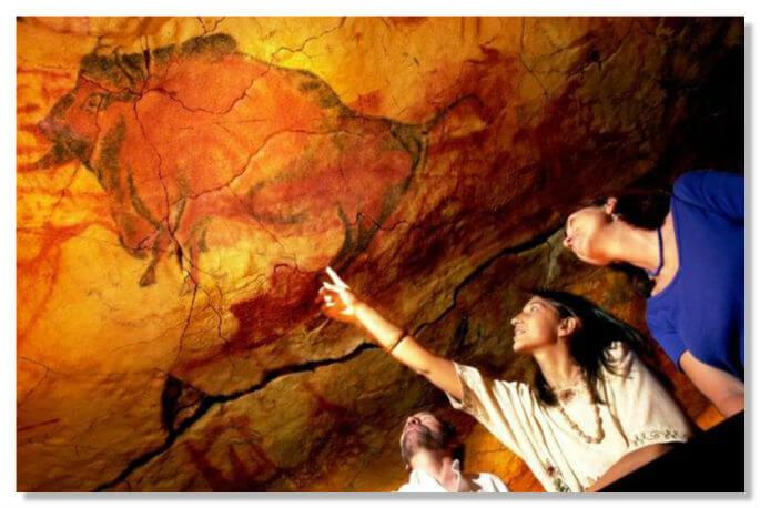 Изобразительная достоверность и жизненная сила настенной живописи Альтамиры стали классическим примером монументального первобытного «реализма».