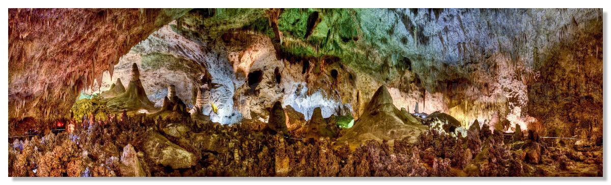 Национальный парк Карлсбадские пещеры расположен в горах Гуадалупе, горный хребет которого тянется с запада штата Техас на юго-восток штата Нью-Мексико.
