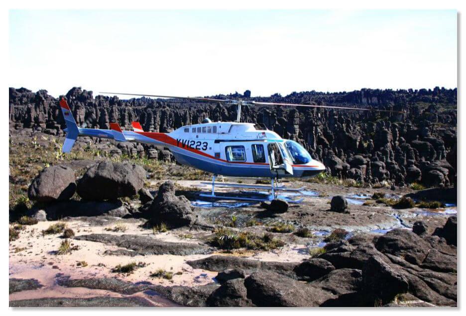 Полет на вертолете к горе Рорайма