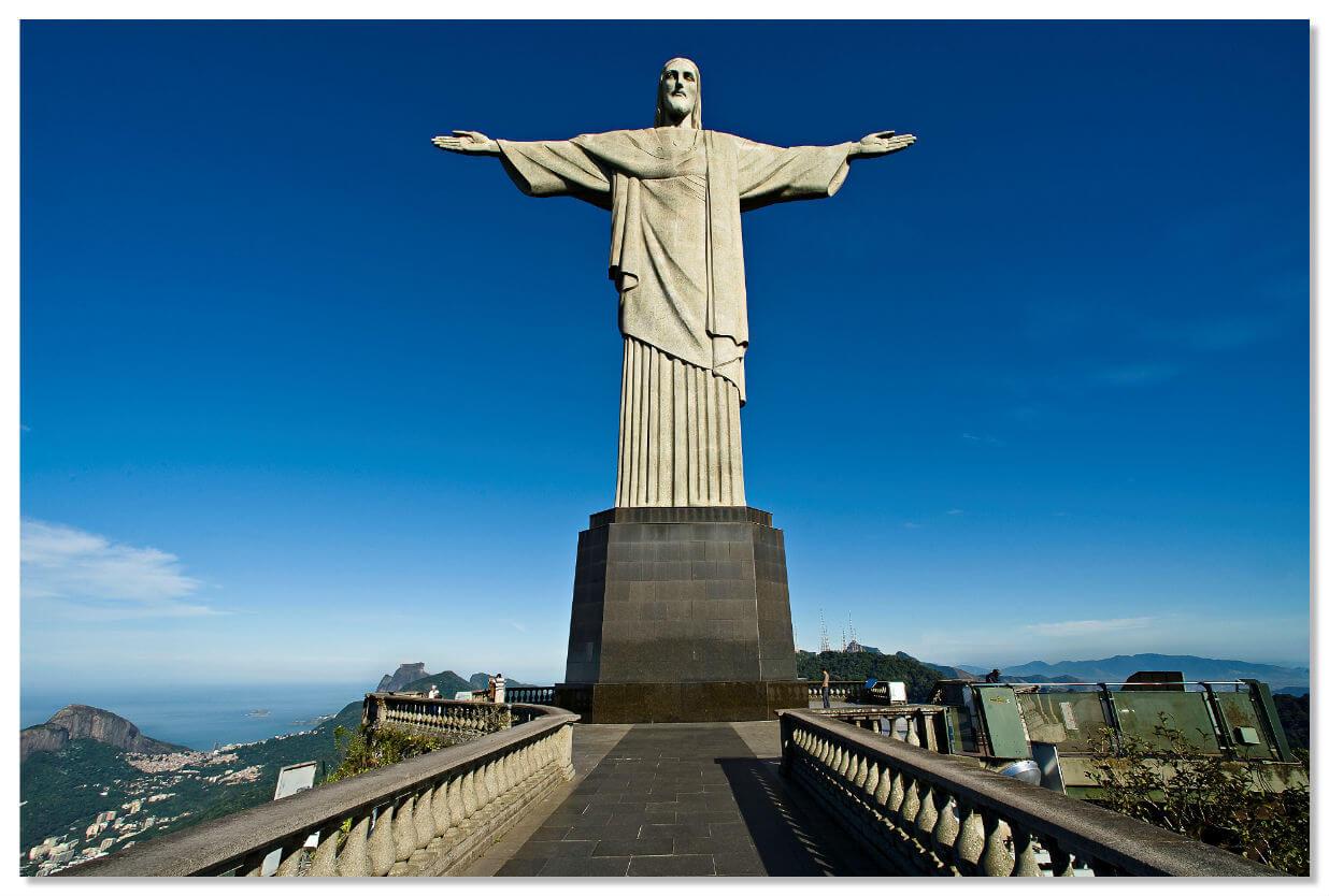 Статуя Христа Искупителя в Рио-де-Жанейро является священным символом Бразилии.
