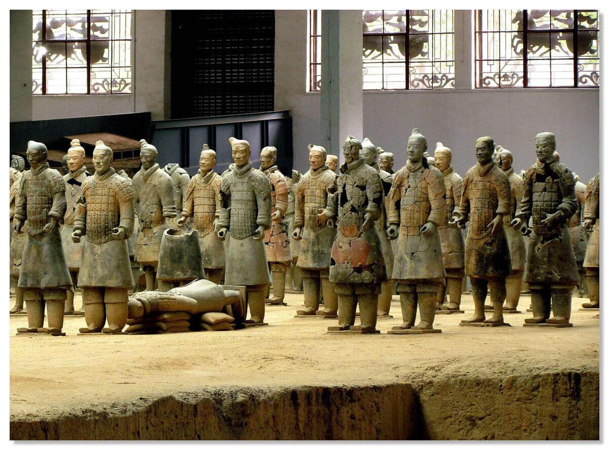 средняя высота статуи составляет 190 см