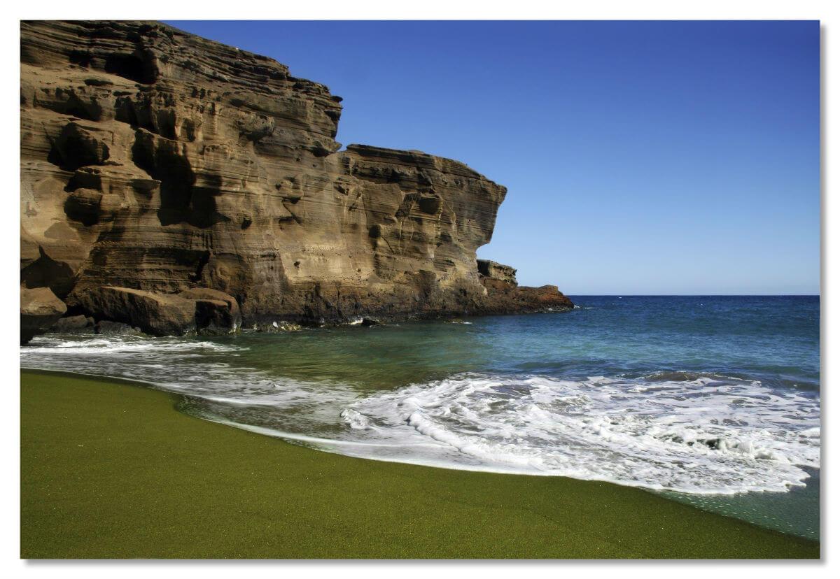 Этот необычный пляж аходится на Гавайях