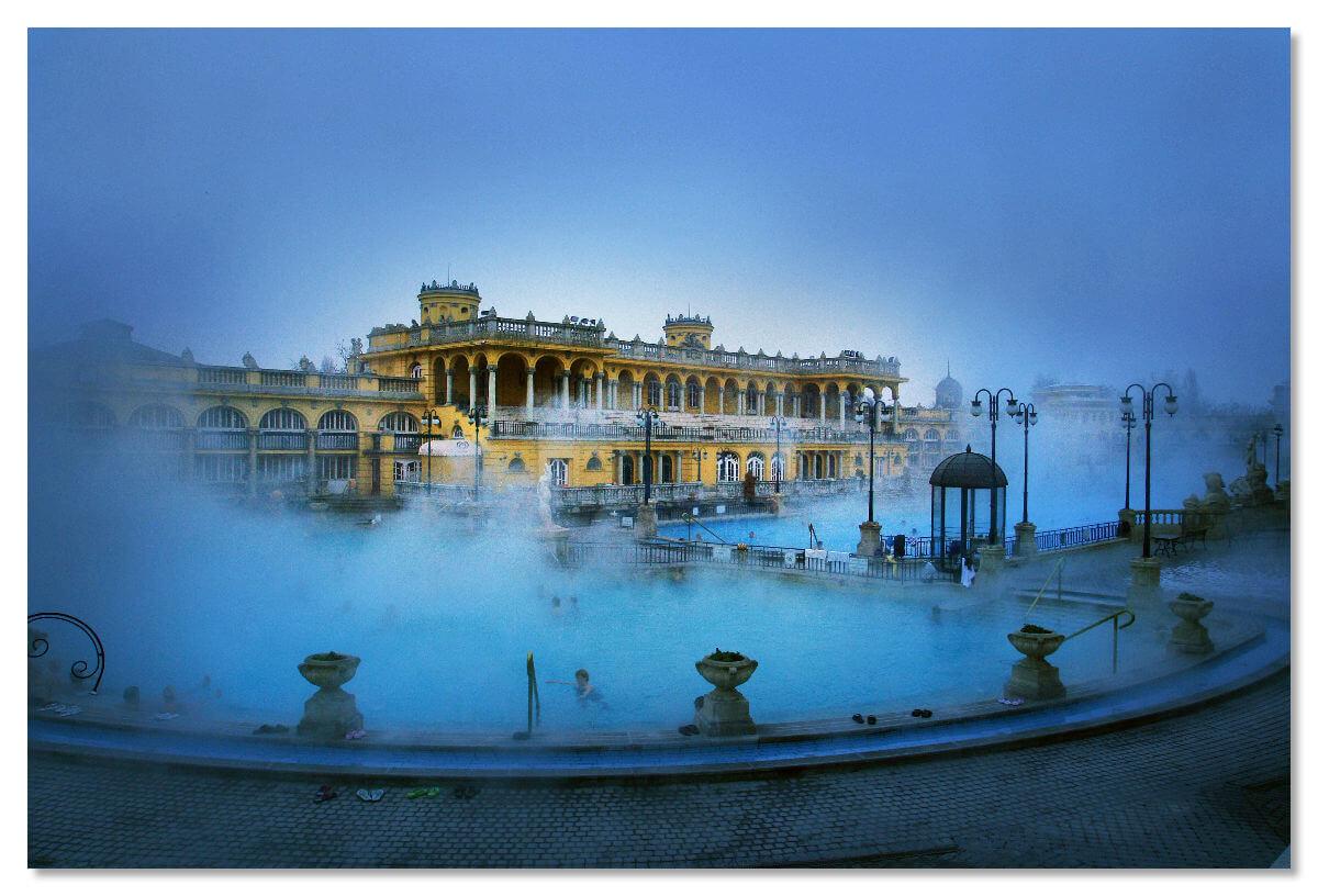 Комплекс целебных бассейнов, ванн и парных, которым нет равных во всей Европе.