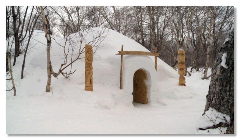 Отель состоит из нескольких сооруженных из снега гостевых хижин в эскимосском стиле