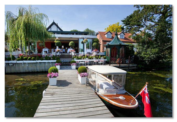 Вид с реки на ресторан