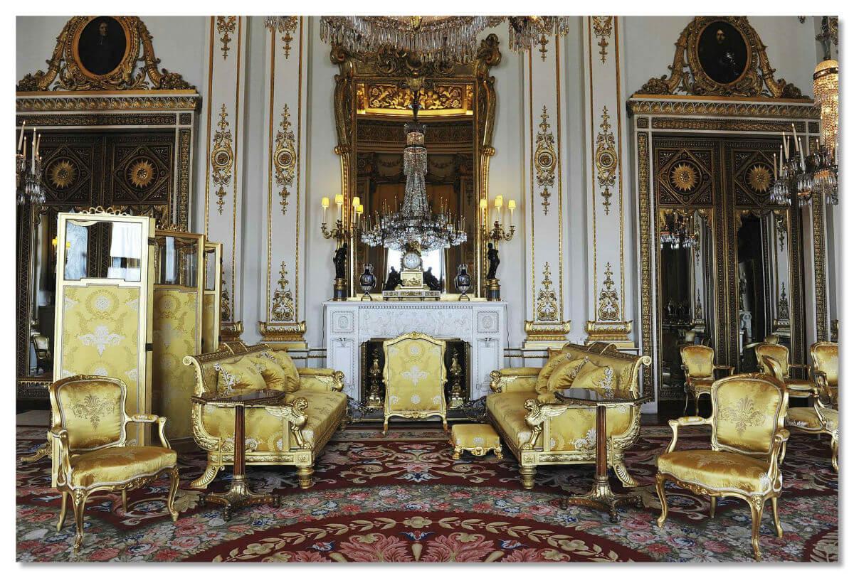 Белая комната дворца