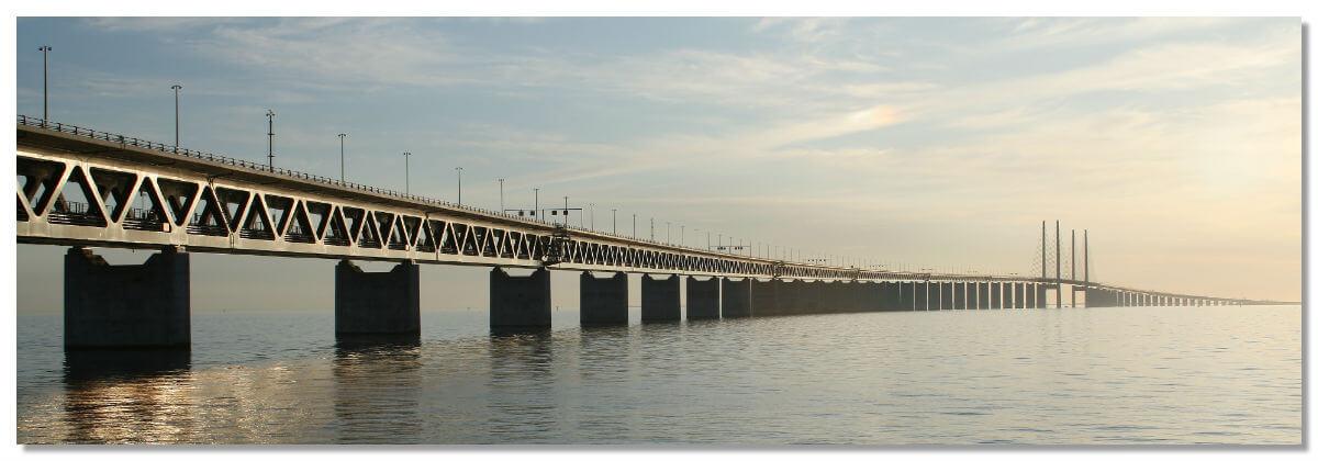 Удивительный мост переходящий в тоннель, который соединяет Данию и Швецию
