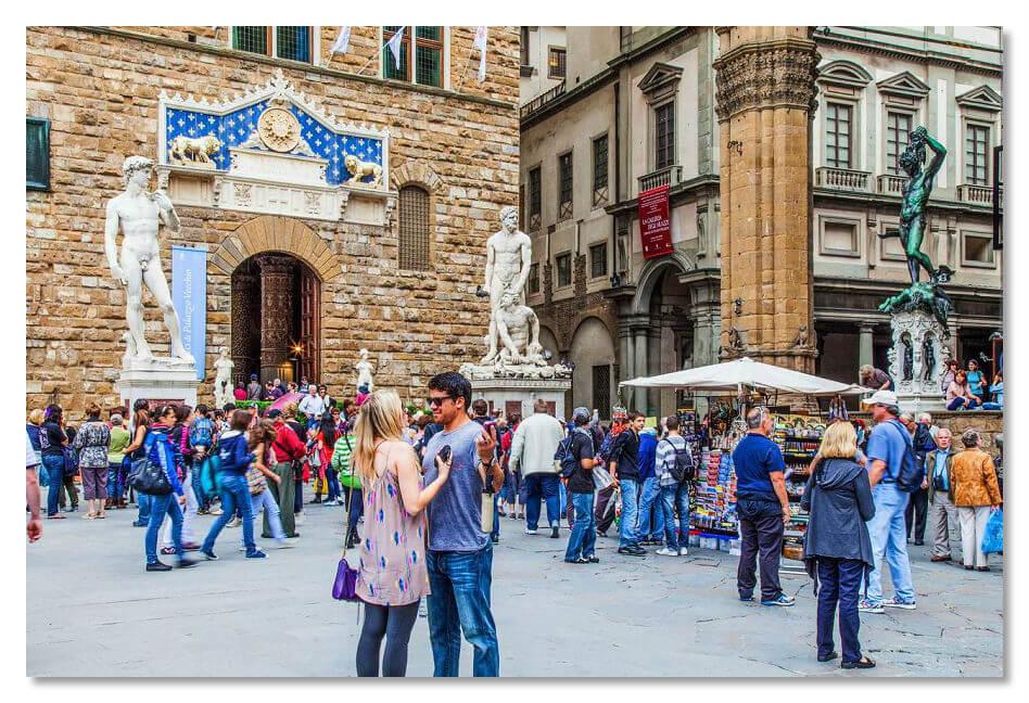 Галерея скульптур Loggia dei Lanzi во Флоренции