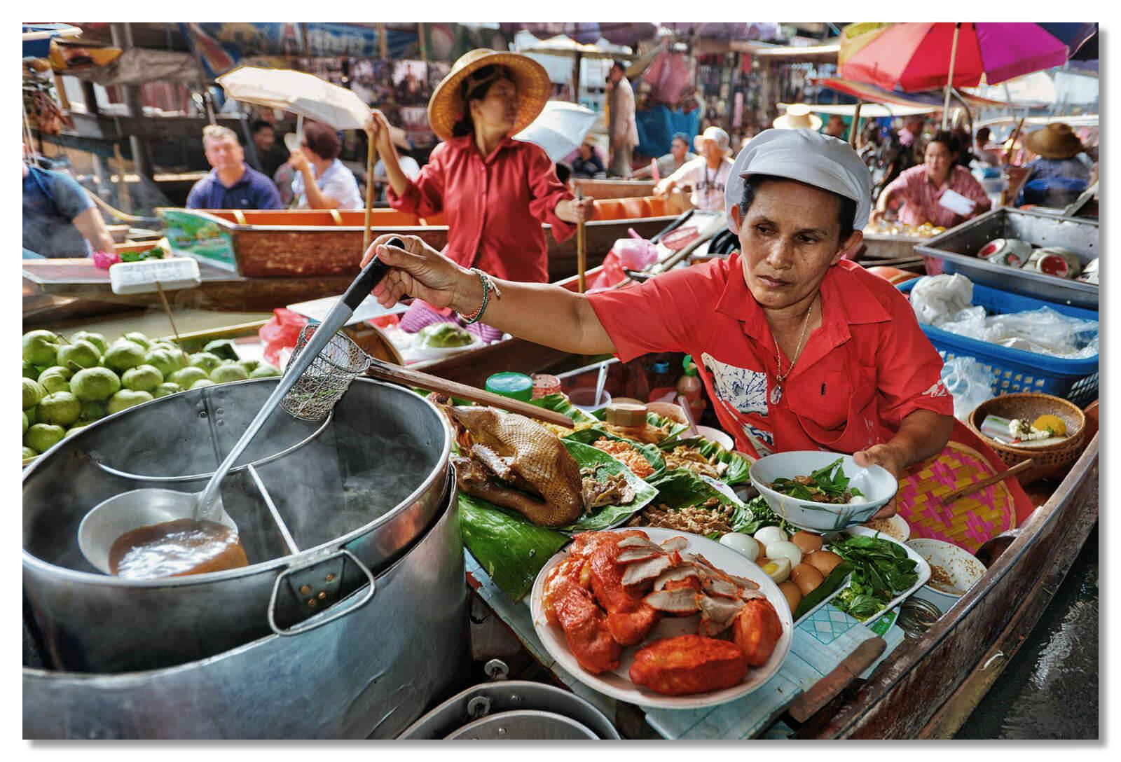 В Таиланде принято питаться на улице