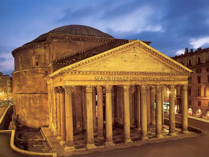Храм всех богов Пантеон в Риме