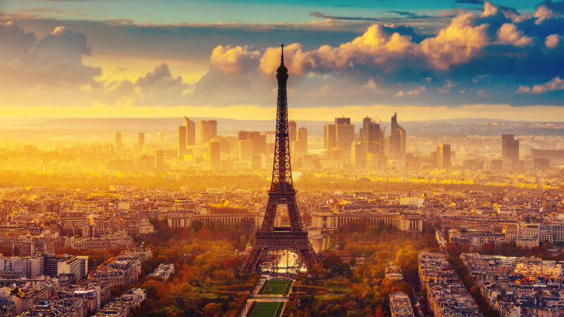 Парижские власти взялись за Эйфелеву башню