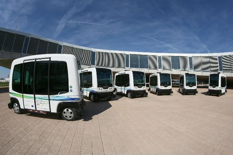 По Парижу в автобусе без водителя