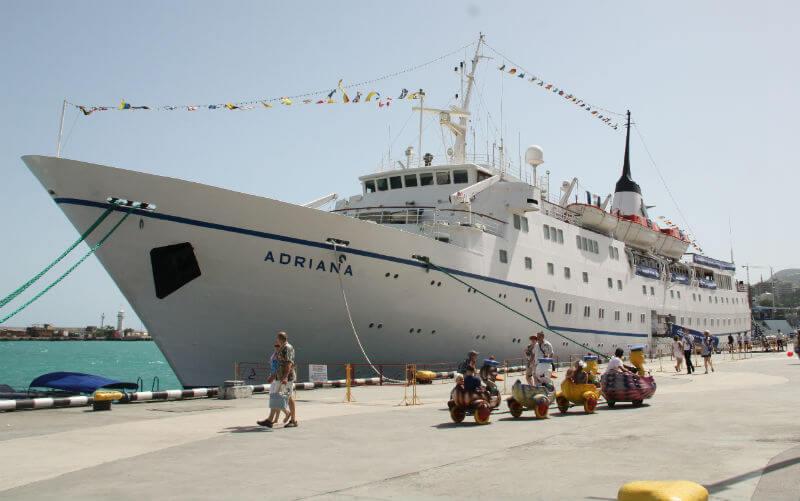 Круизные лайнеры начнут заходить в порты Крыма