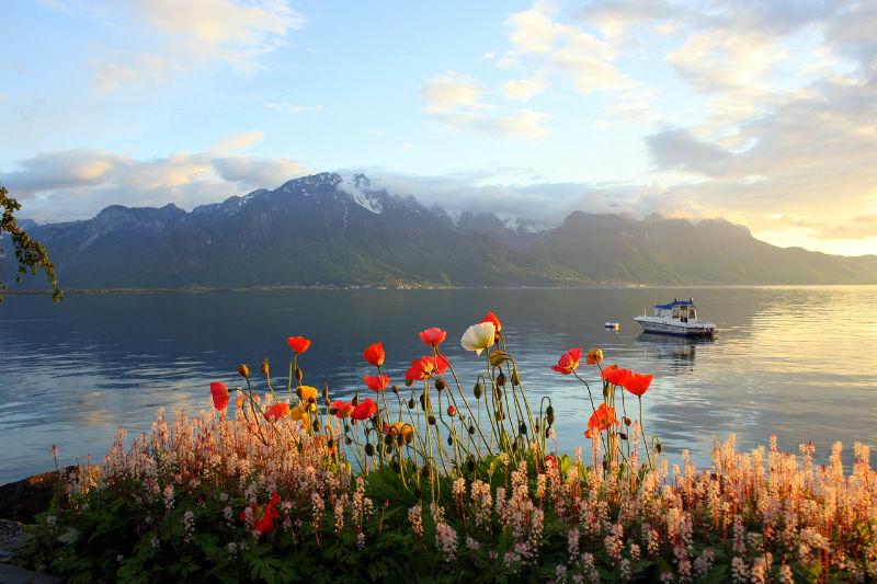 позагорать и искупаться в водах Женевского озера