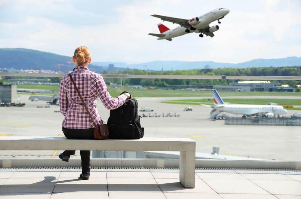 Должники поедут за границу раньше установленного срока