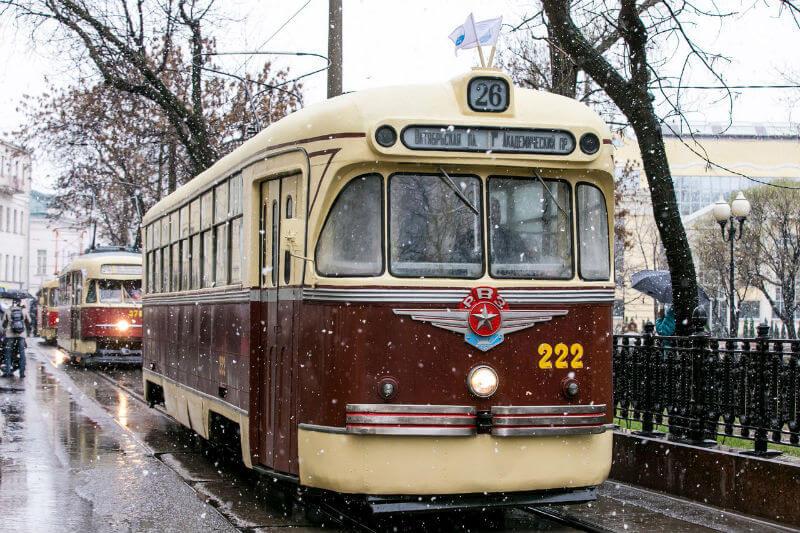 Парад трамваев и выставка раритетных авто в Москве