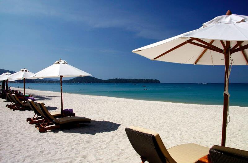 Победа лежаков на пляжах Пхукета