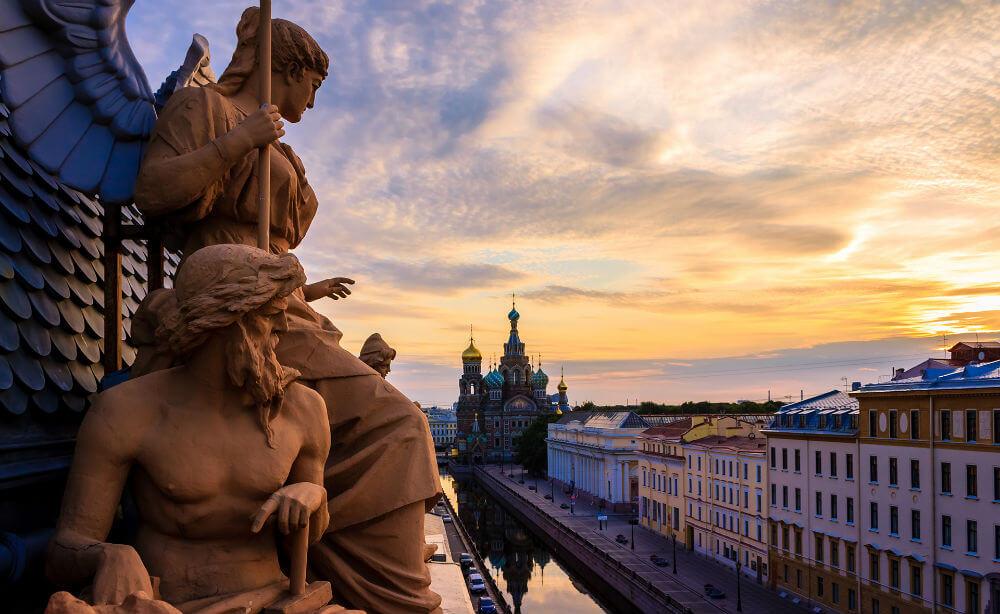 В Петербург за рассказами о любви