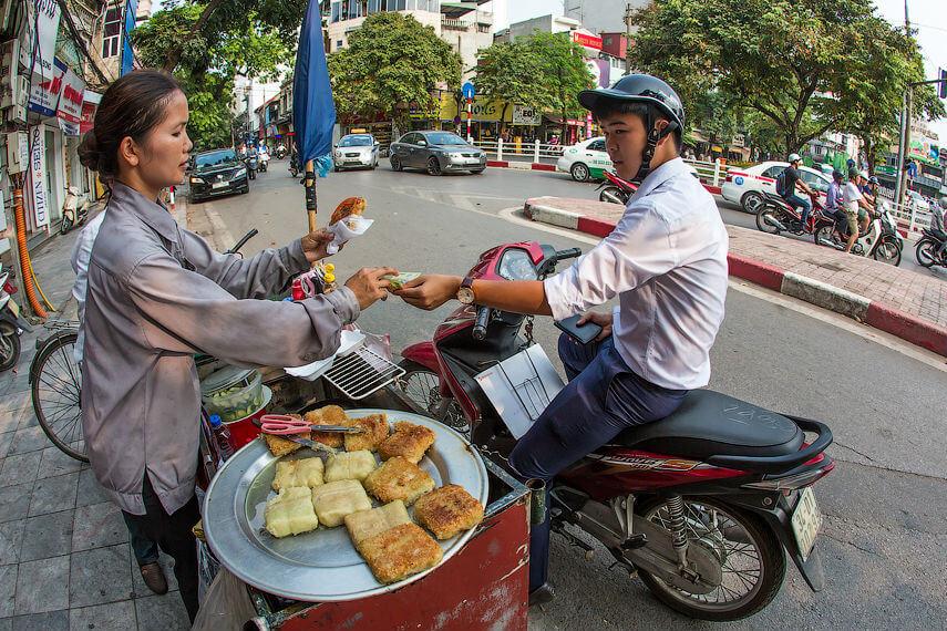 Вьетнамские чиновники объявили войну уличной еде