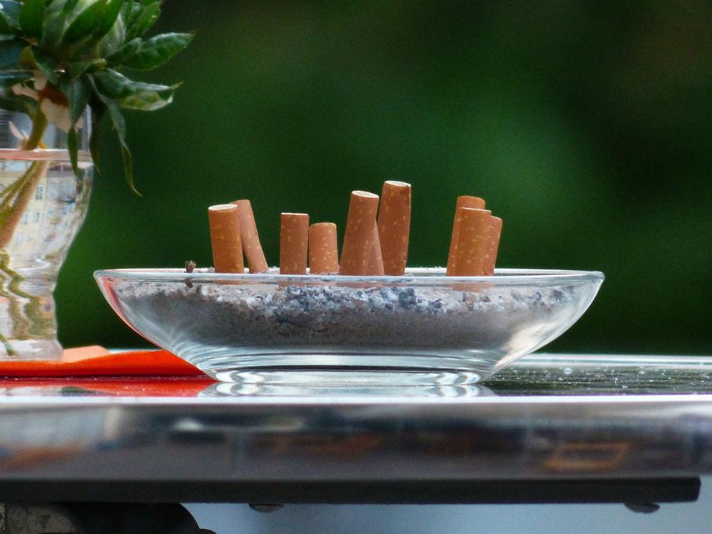 На улице курильщиков праздник